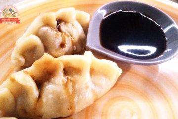 ravioli-al-vapore-nel-piatto-con-soia