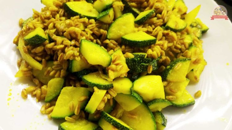 zucchine-farro-curcuma-ricetta