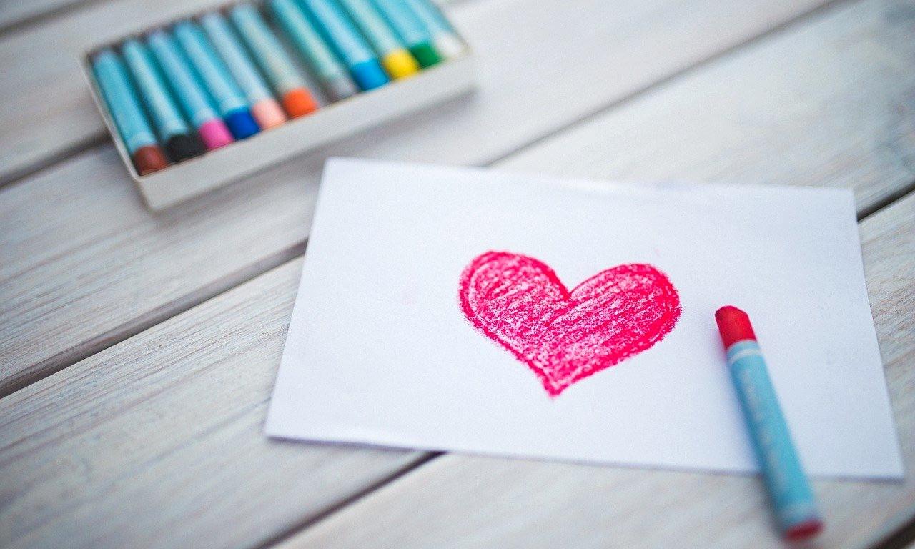 Bigliettini e lettere d'amore per ridurre la distanza.
