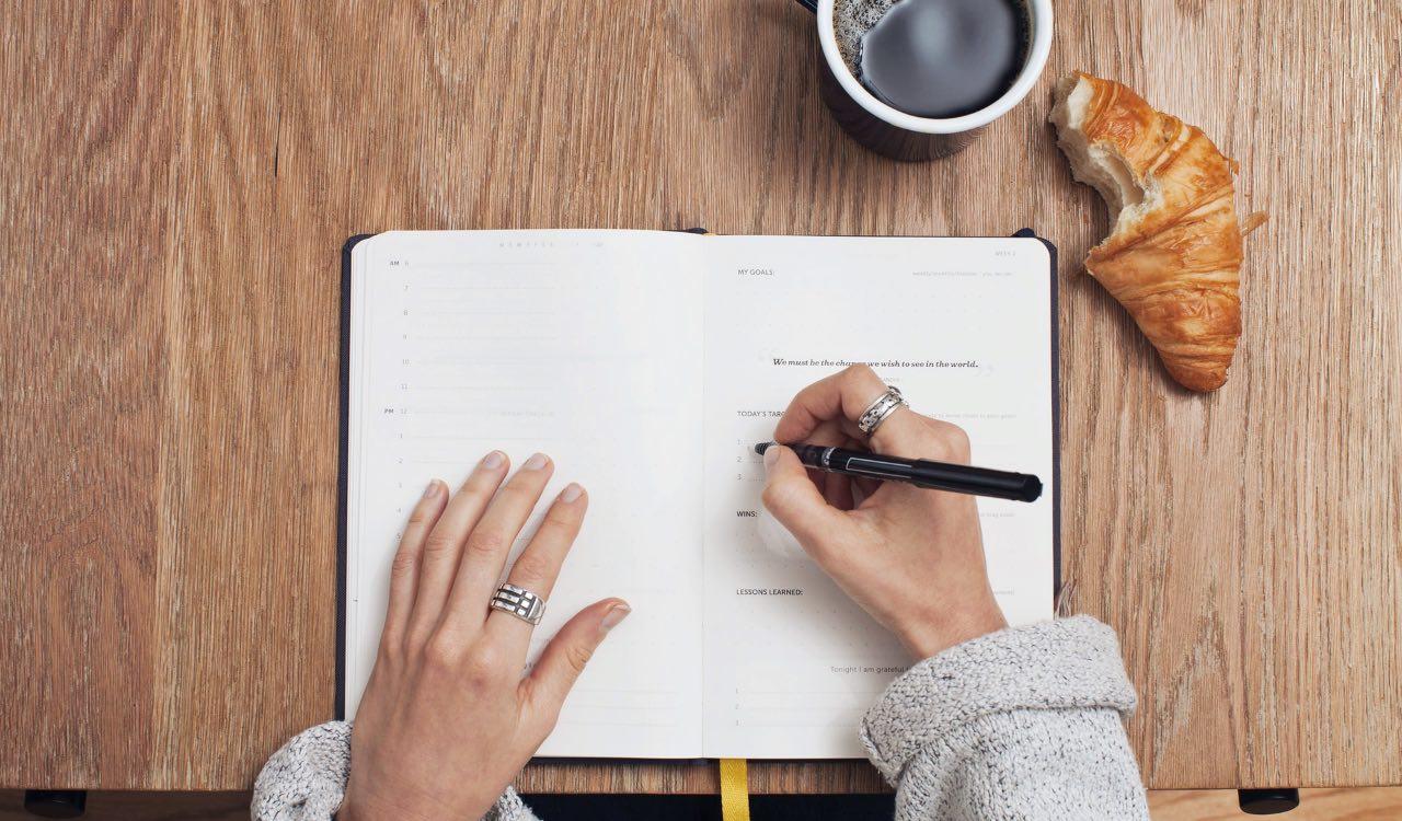 Fare una lista della spesa dettagliata per realizzare il menù settimanale è il primo passo.