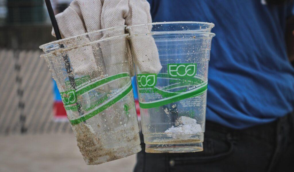 Made with 100% recycled plastic, che sia davvero così? Talvolta i claim possono essere veritieri, ma è sempre bene approfondire e scoprire se è la verità.