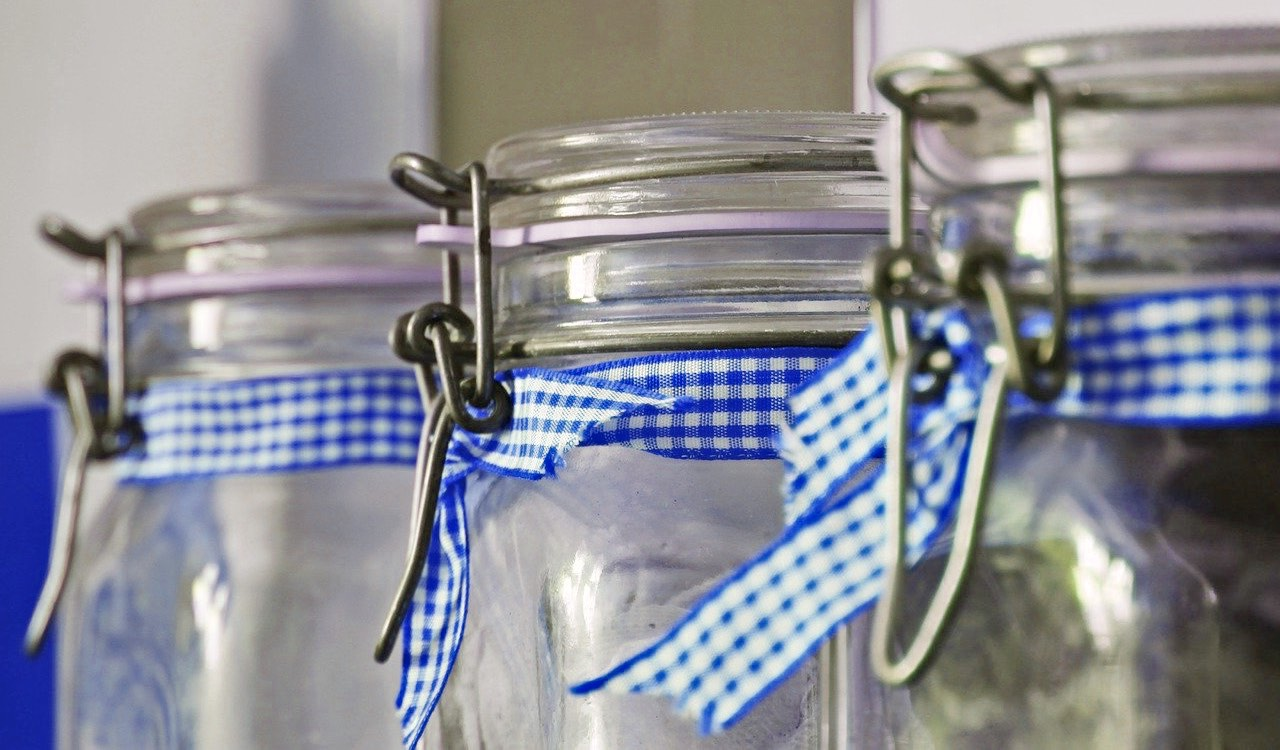 Se possibile, scegli contenitori di vetro che abbiano il coperchio con chiusura ermetica