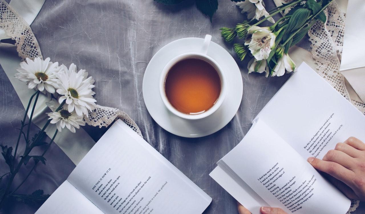 Un buon libro, una tisana rilassante e il pomeriggio di relax e silenzio è servito.